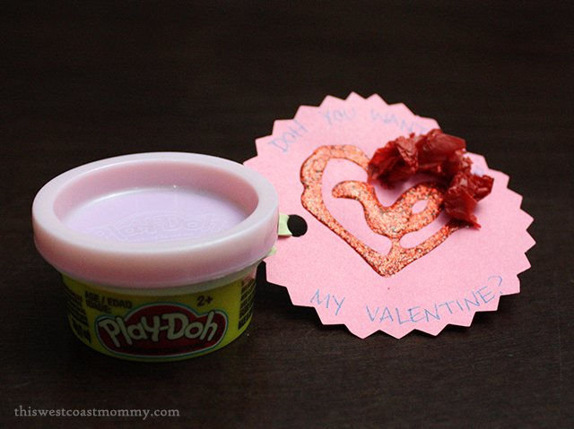 """DOH YOU WANT TO BE MY VALENTINE?"" - simple Valentine's Day tag #craft for Play-Doh #valentinesday"