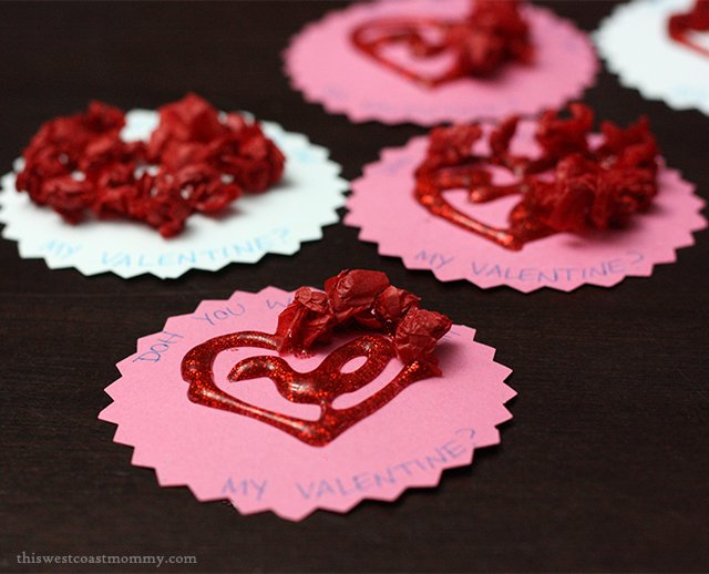 """""""DOH YOU WANT TO BE MY VALENTINE?"""" - simple Valentine's Day tag #craft for Play-Doh #valentinesday"""