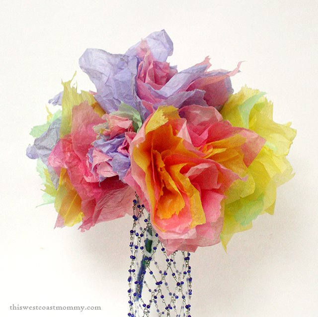 Make these pretty tissue paper flowers for a spring bouquet craft.