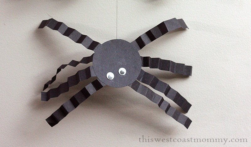 Make classic paper spiders for Halloween!