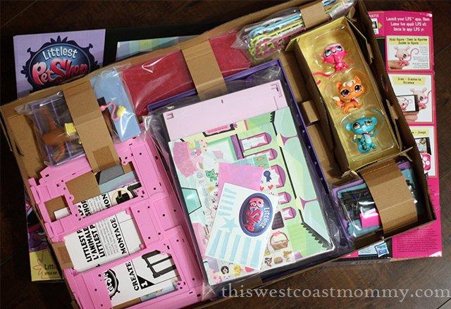 Littlest Pet Shop inside the box
