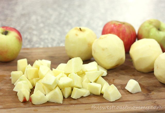 Make this delicious applesauce recipe without any added sugar!