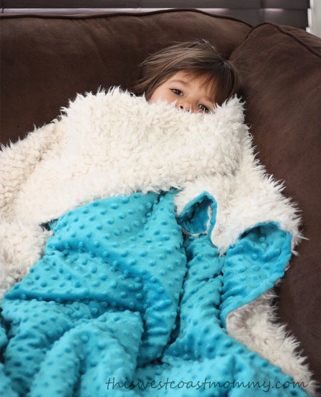 Limeapple's minky bubble camp blankets are so soft and cozy!