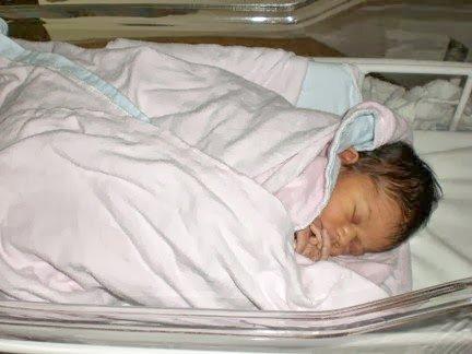 Maple Leaf Mommy newborn g-girl