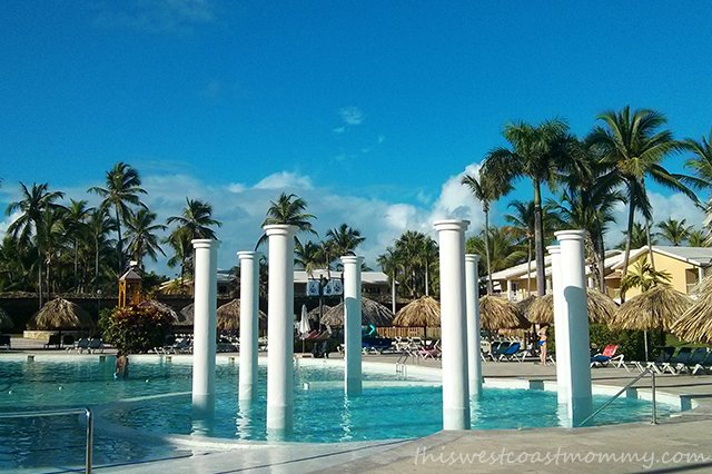 All the Grand Palladium pools feature these signature columns.