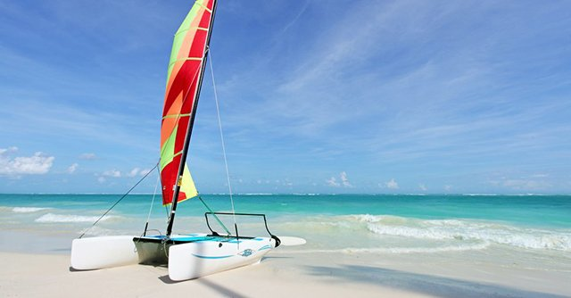 The Grand Palladium offers plenty of water sports options on Bávaro Beach like catamarans, windsurfing, and kayaking.